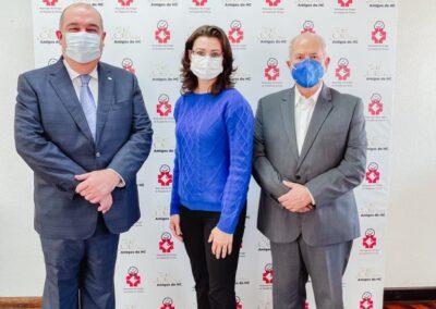 Presidente dos Amigos do HC, Pedro de Paula Filho, gerente de Projetos dos Amigos do HC, Sheila Meneghette, e presidente do Conselho Superior, Borges da Silveira
