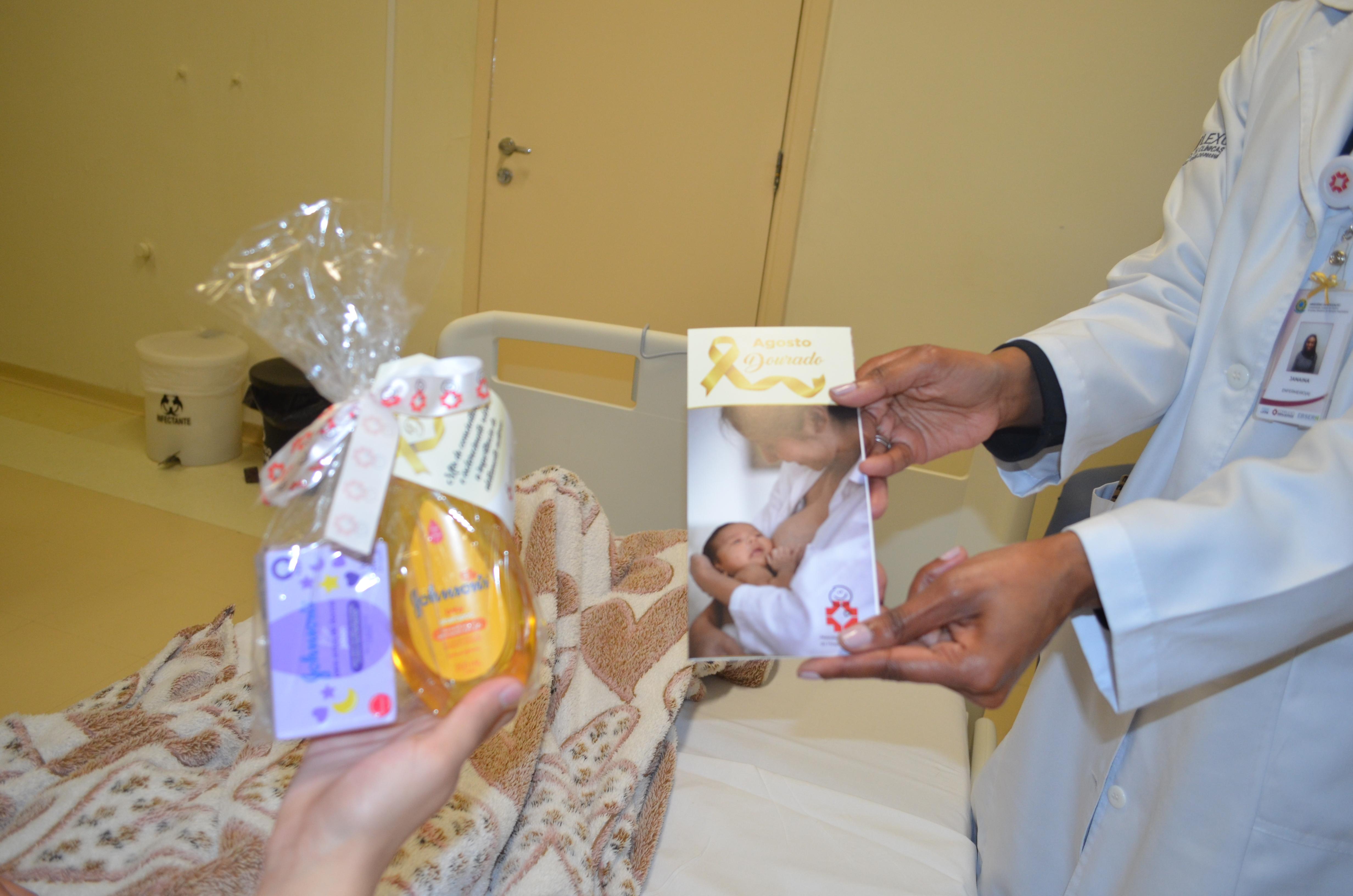 Amigos do HC entregam kits de higiene para as mães de recém-nascidos do Hospital de Clínicas em comemoração do Agosto Dourado