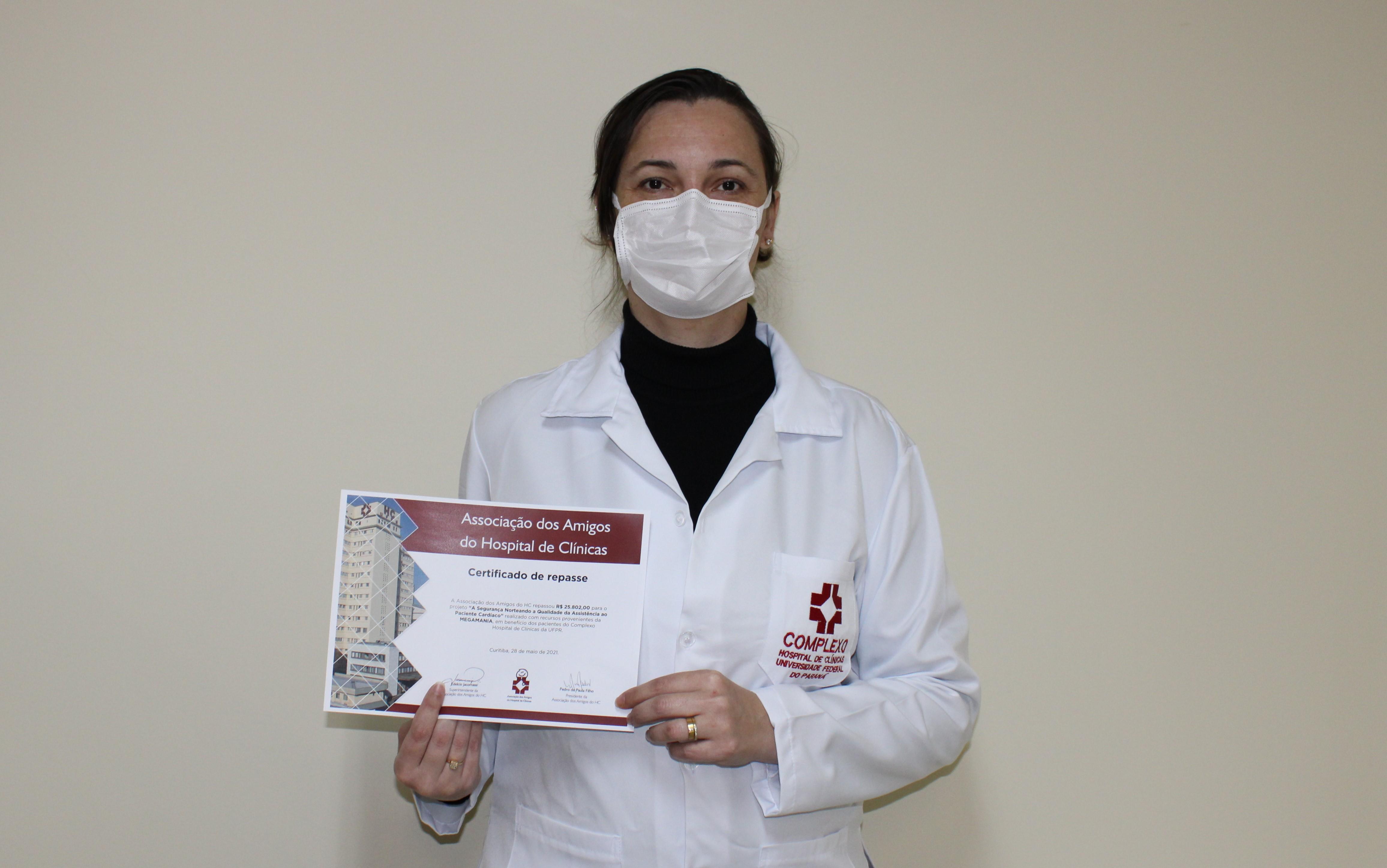 Amigos do HC e Megamania realizam entrega em prol dos pacientes cardíacos do Hospital de Clínicas